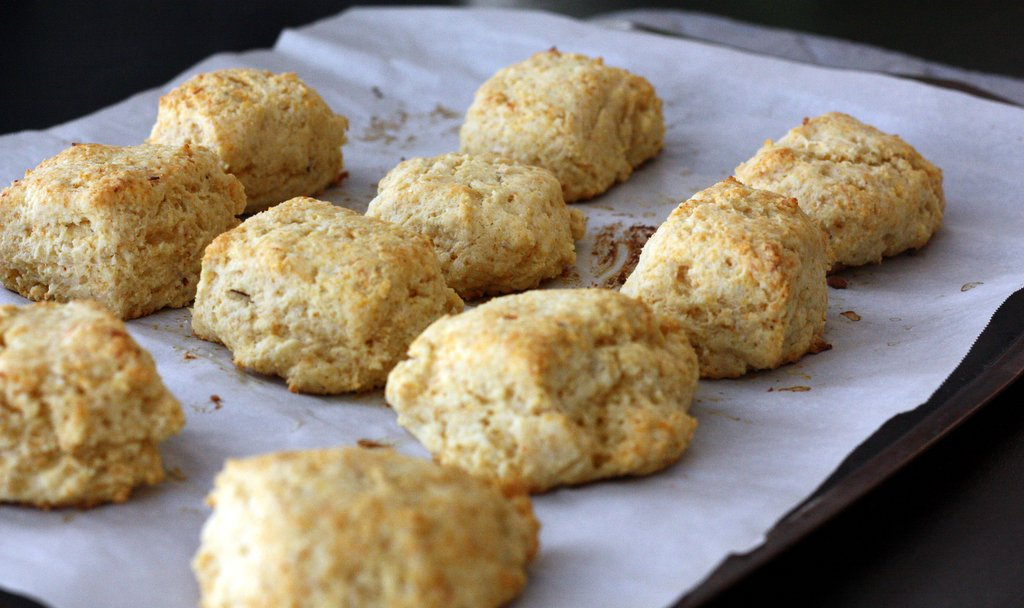 Cornmeal Hot and Spicy Cheese Biscuits